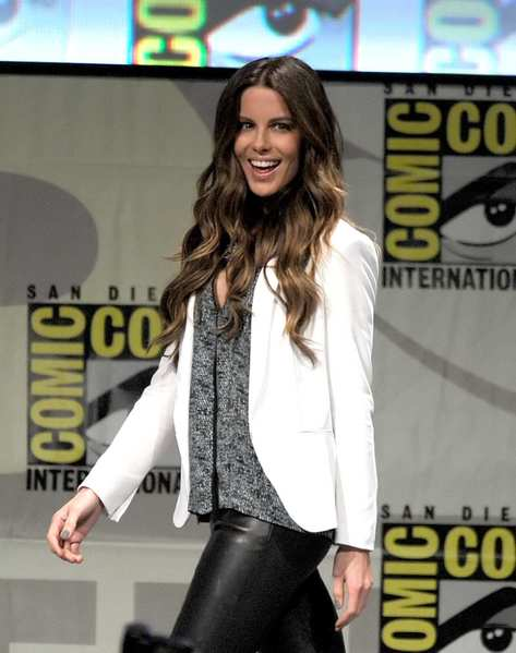 "Actress Kate Beckinsale in leather pants and a white blazer during Sony's ""Total Recall"" panel."
