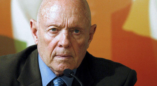 "Stephen Covey, author of the best-selling book ""The 7 Habits of Highly Effective People,"" died in an Idaho hospital at age 79, his family said Monday."