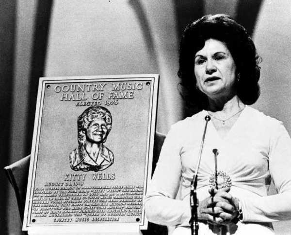 Kitty Wells, long-reigning queen of country music