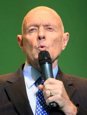 "Stephen R. Covey, a former Brigham Young University business professor, lectures in Seoul in 2008. The author of the massive bestseller ""The 7 Habits of Highly Effective People"" has died in Idaho of complications from injuries suffered in a bicycle accident in April."