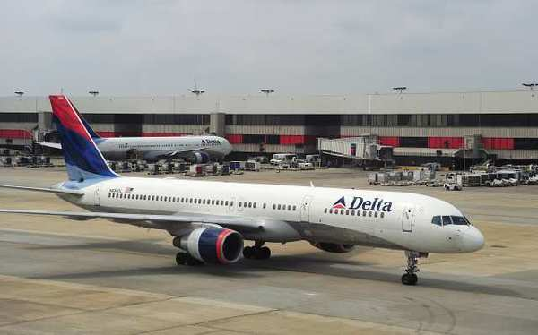 FBI investigating sewing needles in sandwiches on Delta flights