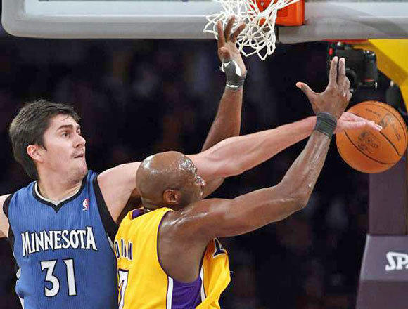 Darko Milicic plays against Lamar Odom and the Lakers in 2011.
