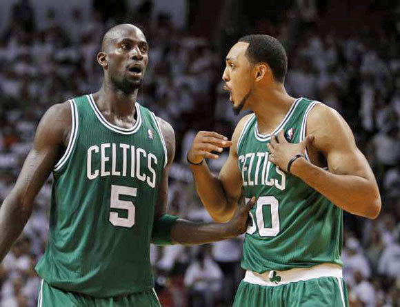 Kevin Garnett, left, and Ryan Hollins with the Celtics last season.