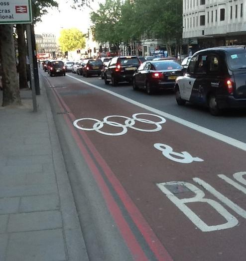 Olympic lane markings near the St. Pancras and King's Cross train stations. (Philip Hersh / Chicago Tribune)
