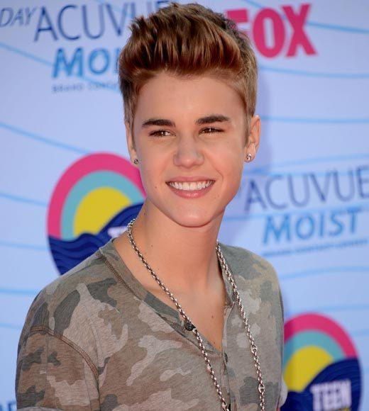 2012 Teen Choice Awards red carpet arrival pics: Justin Bieber