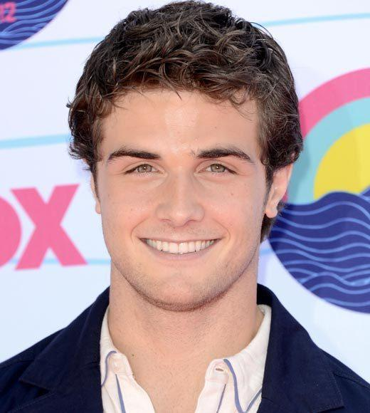 2012 Teen Choice Awards red carpet arrival pics: Beau Mirchoff