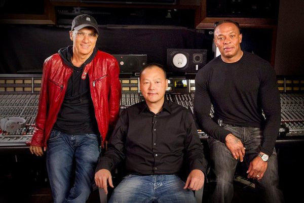 Jimmy Iovine, left, and Dr. Dre, right, with HTC CEO Peter Chou.