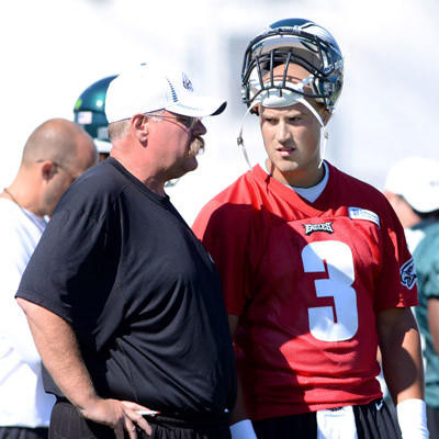 Eagles quarterback Mike Kafka, right, talks with coach Andy Reid at practise Wednesday.