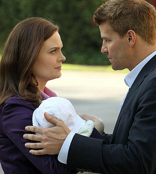 "<b>8 p.m.</b> <br><br> ""Bones"" (FOX) (pictured) <br><br> <b>9 p.m.</b> <br><br> ""The Mob Doctor"" (FOX) <br><br> <b>10 p.m.</b><br><br> ""Revolution"" (NBC)"