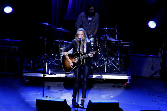 Sheryl Crow performs at the Pacific Amphitheatre.