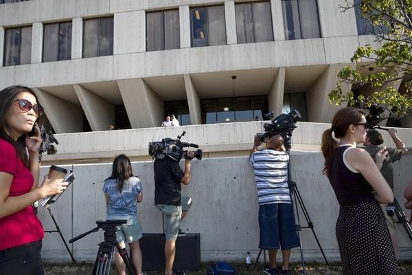 Media members try to get a view of Drew Peterson arriving at Will County Courthouse in Joliet on the first day of jury selection.