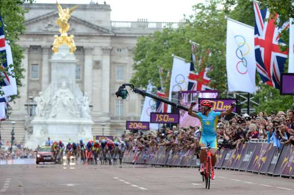 Kazakhstan's Alexandr Vinokourov celebrates as he nears the finish line to win the men's cycling road race.