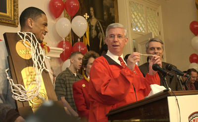 Flanked by Maryland Terrapins guard Juan Dixon (left), Gov. Parris N. Glendening holds a piece of the basketball net from the Terps' championship game against Indiana presented to him during the team's State House visit.
