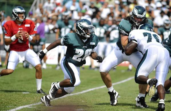 Eagles runnng back Dion Lewis is showing improvement from his rookie camp.