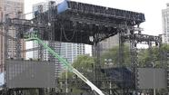 With 270,000 fans expected to swarm Grant Park this weekend for Lollapalooza, the city and the concert promoter have been working for months on a severe-weather plan that takes into account wind, tornadoes, lightning and hail.
