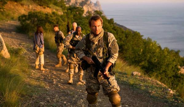 "Christian Slater in ""Soldiers of Fortune."""