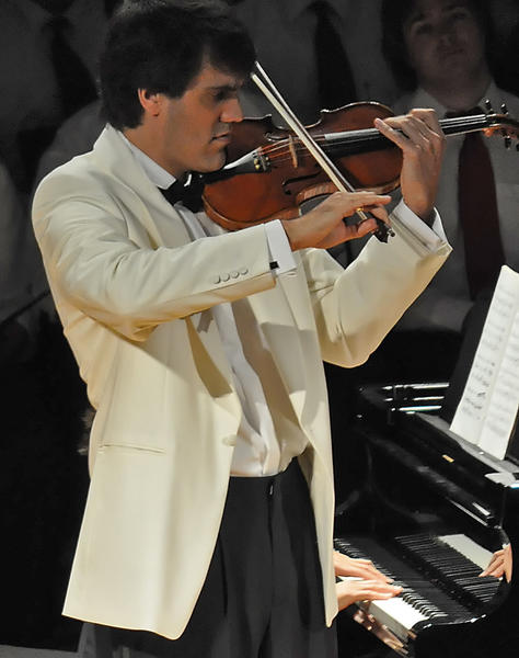 Violinist Felix Olschofka will be joined by Yu-Lien The and Matthew Herren in the Mendelssohn Piano Trio on the Wednesday, Aug. 8, chamber music concert in Bay View.
