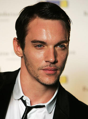 "He may seductively play an English king in Showtime's ""The Tudors,"" but actor Jonathan Rhys Meyers belongs to the Emerald Isle."