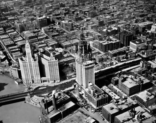 A bird's-eye view of the construction of the Chicago Tribune Tower in 1924.