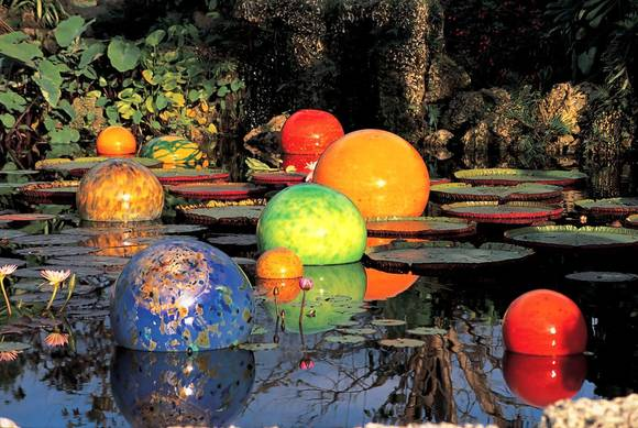 Chihuly glass exhibit at the Dallas Arboretum