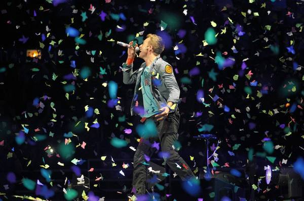 Coldplay singer Chris Martin performs at the United Center in Chicago