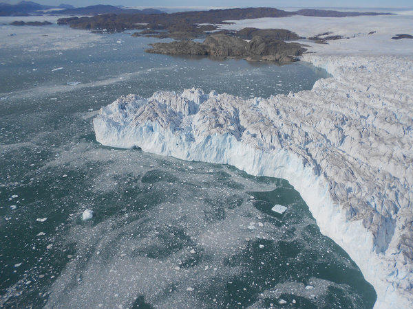 The ice in Greenland has experienced periods of fast melting interspersed with stable periods, scientists have found.