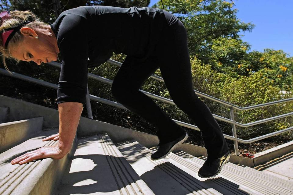 Place both hands on the third step from the floor and leave your legs straight back on the floor in a plank position.