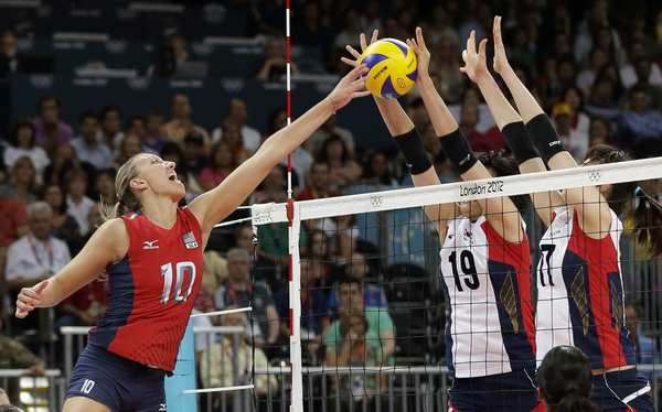Team USA's Jordan Larson pushes the ball at South Korea's Kim Hee-Jin (No. 19) and Yang Hyo-Jin.