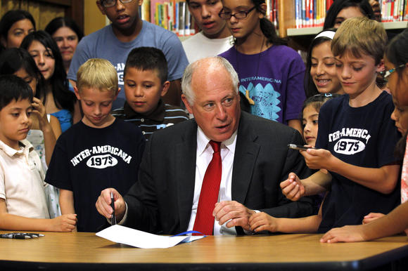 Quinn signs education bill