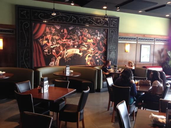 Bar Louie now open at Peninsula Town Center