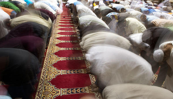 Muslims perform the noon prayer at the Dar al Hijra Mosque as Ramadan nears its end on August 10, 2012 in Falls Church, Virginia. Imam Shaker Elsayed condemed Syria's brutal crackdown on dissent and called on Muslims to raise funds for civilians trapped in the conflict.