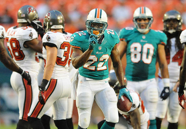 Reggie Bush waves his finger after a big run in the first quarter. Miami Dolphins vs. Tampa Bay Buccaneers, Sun Life Stadium.