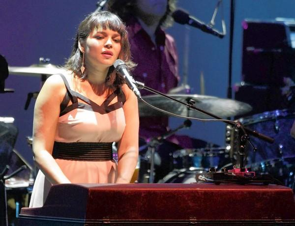 Norah Jones mixes old and new songs during her performance at the Hollywood Bowl.
