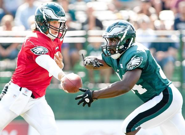 Eagles backup quarterback Trent Edwards (left) hands off to running back Bryce Brown during drills at Lehigh University.