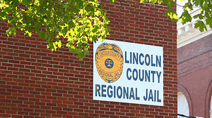 Former Lincoln deputy jailer pleads guilty to sexual misconduct