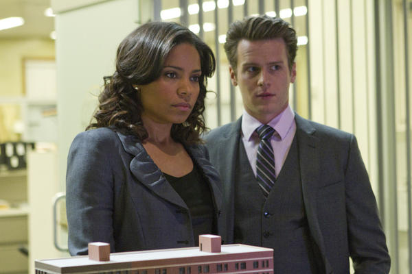 Mona Fredricks (Sanaa Lathan) and Ian Todd (Jonathan Groff) are suspicious of each other.