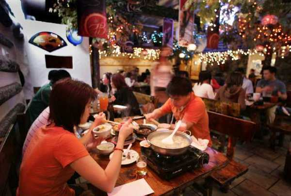 Restaurant industry suffers slow traffic.