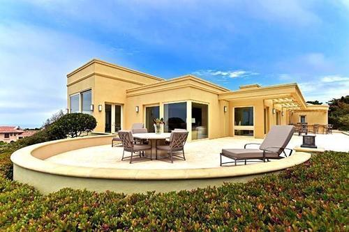 The oceanfront compound of television writer-producer Reinhold Weege is on the market in La Jolla at $27.3 million.