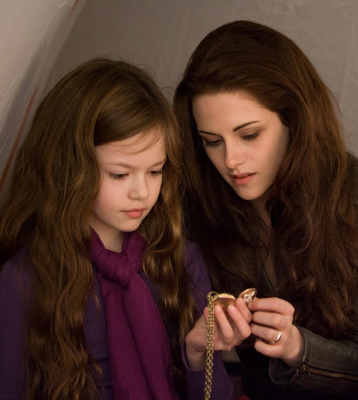 'The Twilight Saga: Breaking Dawn - Part 2' pictures: Renesmee and Bella