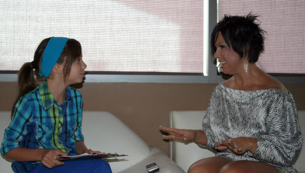 Vickie Guerrero explains some things to Hannah Mitchell.