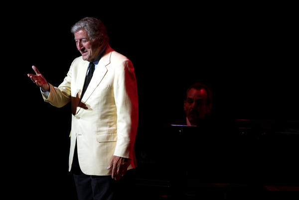 Tony Bennett throws a kiss to the crowd at Ravinia in Highland Park on Saturday.