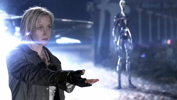 "Karen (Jessy Schram) messe with the 2nd Mass in a scene from earlier in the ""Falling Skies"" season."