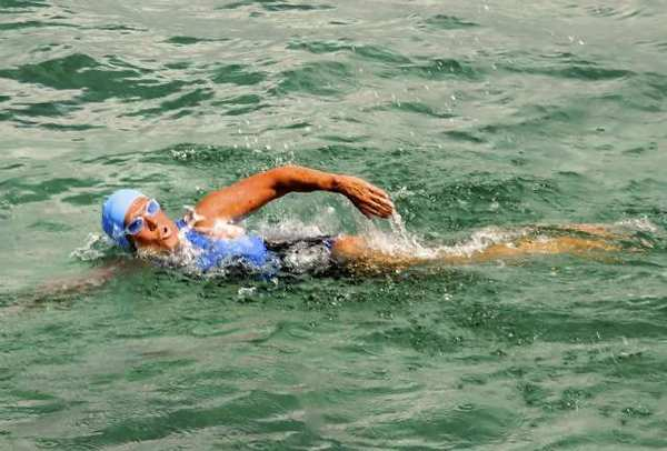 Diana Nyad begins her swim from Cuba to Florida.