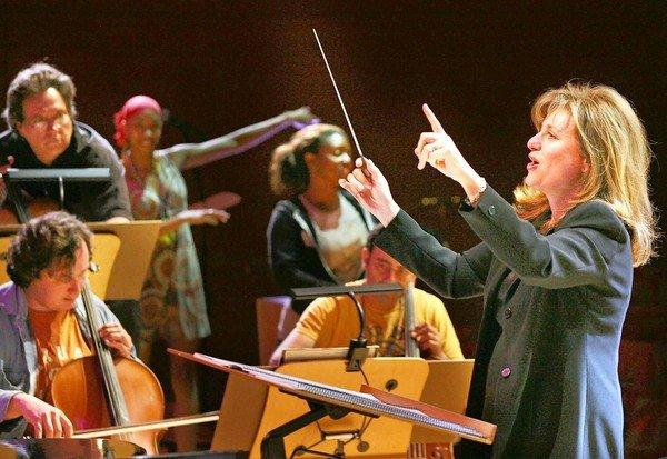 Noreen Green conducts the Los Angeles Jewish Symphony.