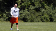 The inexplicable months of delay between Brian Urlacher's left knee injury and an arthroscopic procedure to reduce pain and swelling a little more than a week ago is pretty difficult to understand.