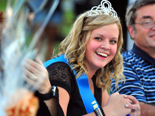 2012 Franklin County (Pa.) Fair Queen Hannah Horst judges the karaoke contest Tuesday during the fair at the Chambersburg (Pa.) Rod and Gun Club grounds in Williamson, Pa.