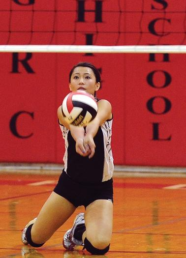 Amy Kao makes a play on the ball during the first set.