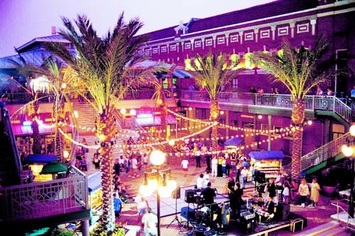 Florida Getaways of the Day - <b>Tampa:</b> After dark, alive with restaurants, clubs