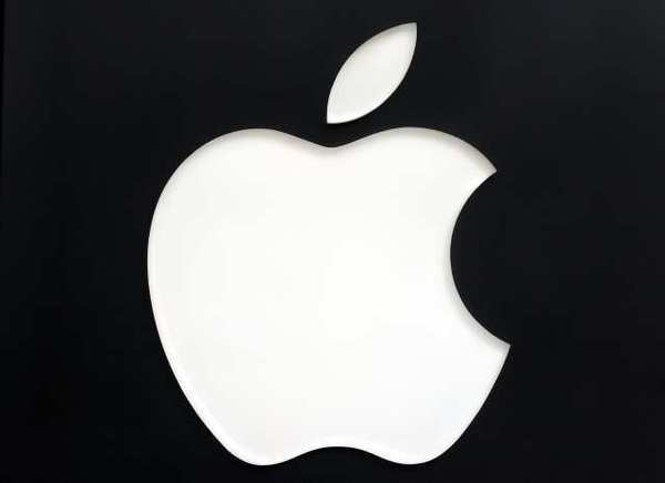 The jury in the Apple-Samsung infringement case is reconsidering two issues because of discrepancies in its verdict.