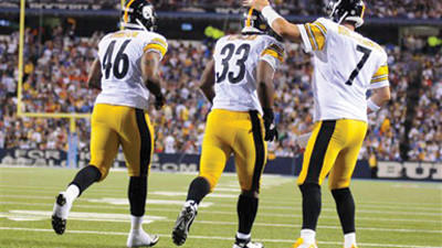 Isaac Redman (33) celebrates his touchdown with Ben Roethlisberger (7) and Will Johnson (46) against the Buffalo Bills Saturday.